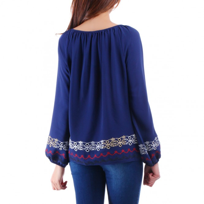 Blouse bleue ornement broderie