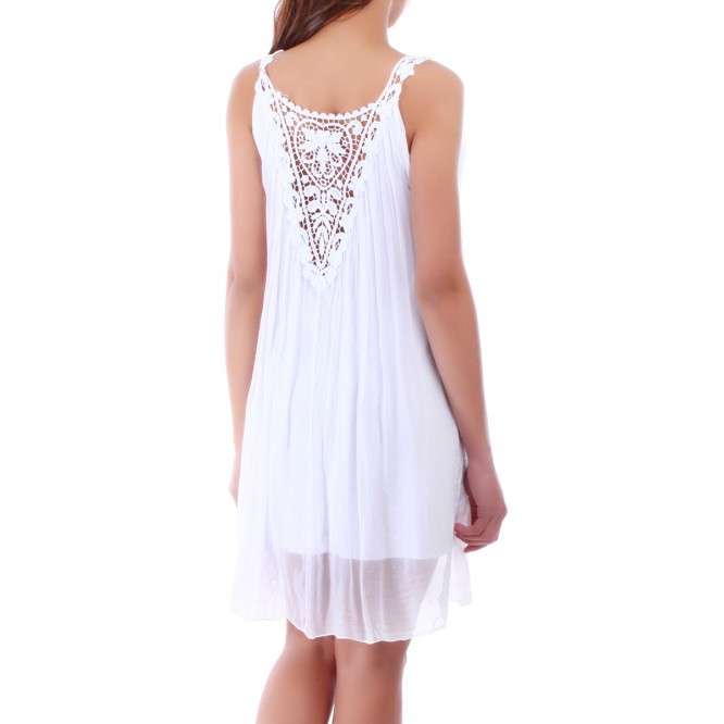 Robe ample blanche avec voile