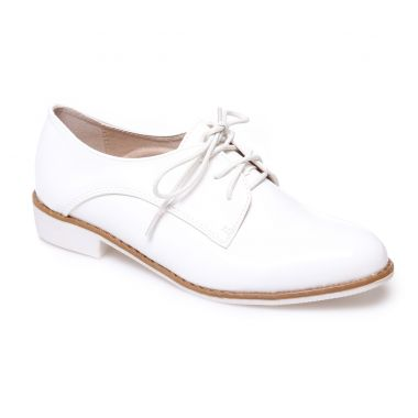 Derbies blancs vernis