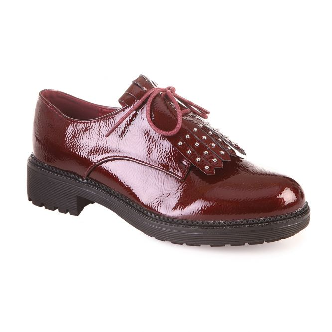 Derbies vernis rouges à franges et clous
