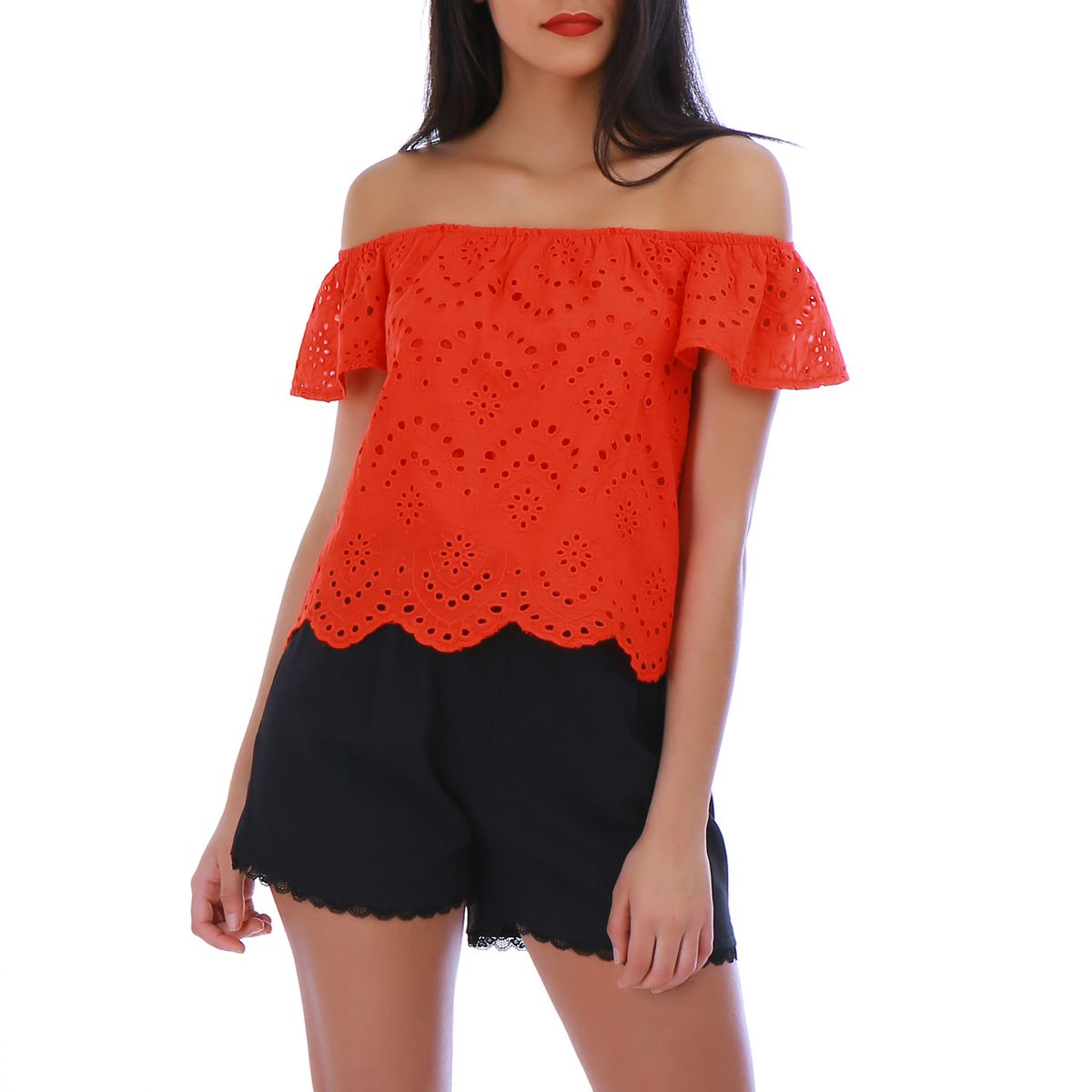 Top rouge broderie anglaise et col bardot