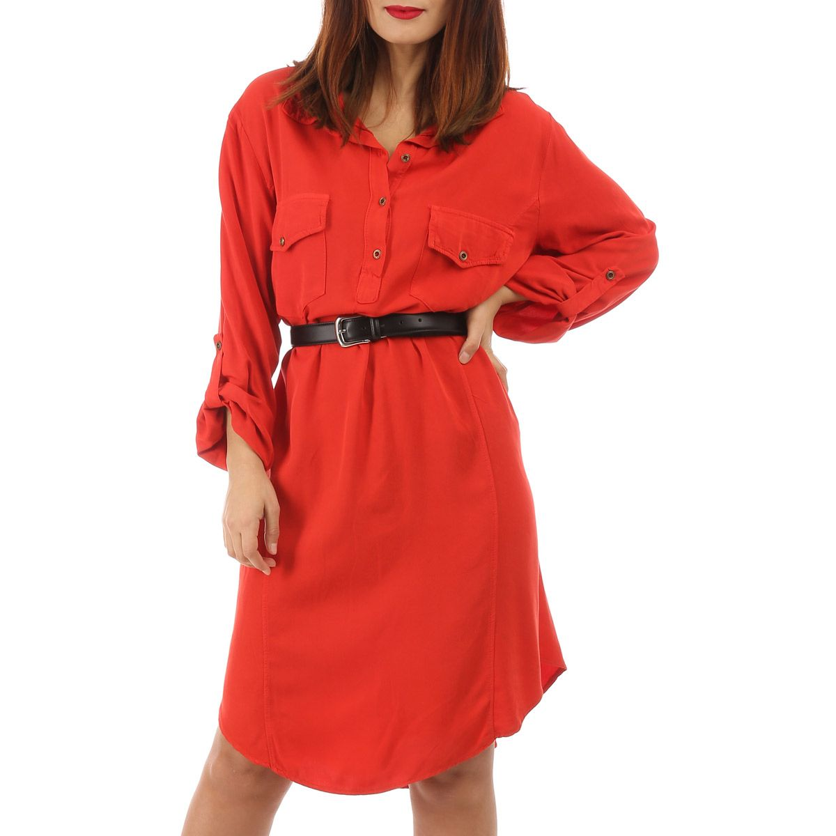 Robe rouge fluide à boutons style chemisier