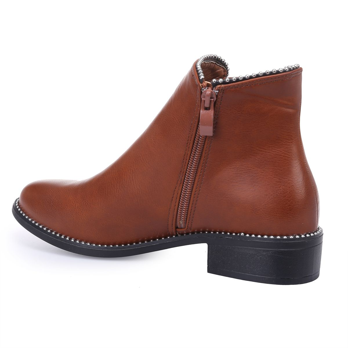 Bottines chelsea camel cloutées