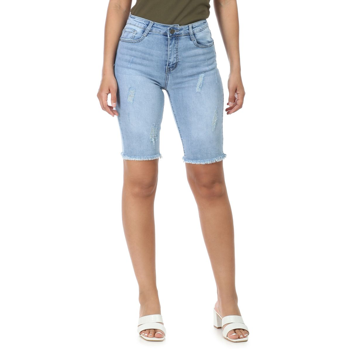 Short en jean bleu clair mi-long