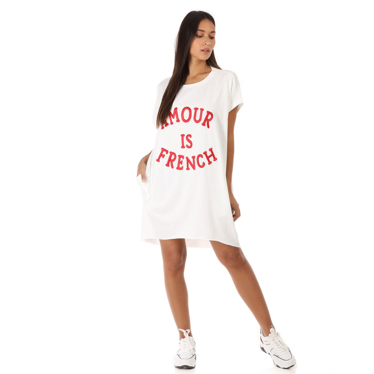 "Robe t-shirt blanche brodée ""Amour is french"" rouge"