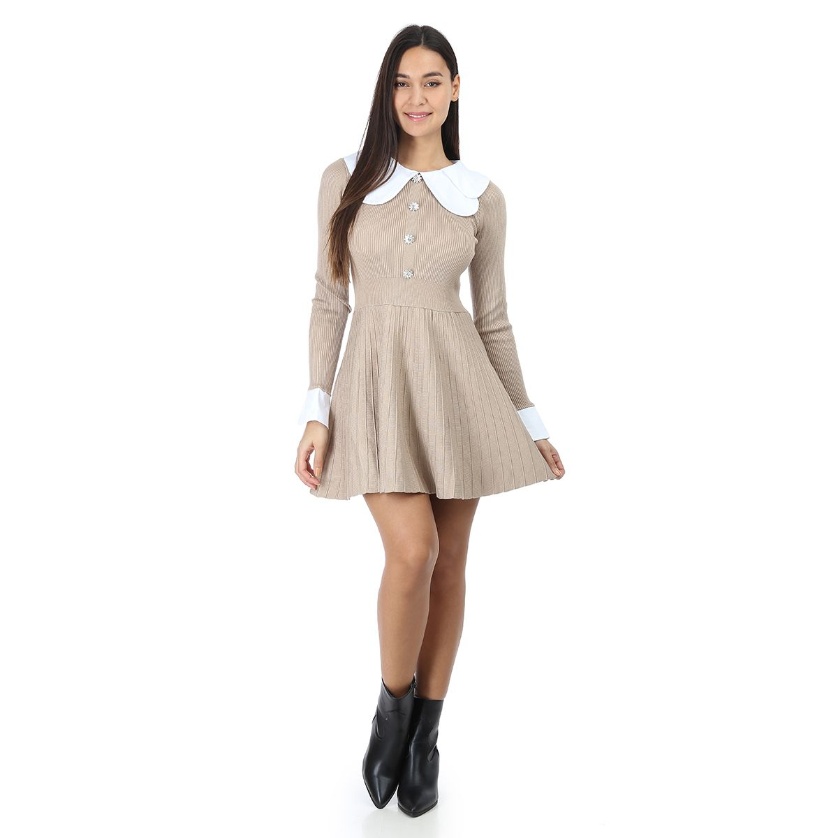 Robe taupe à col claudine et boutons strass