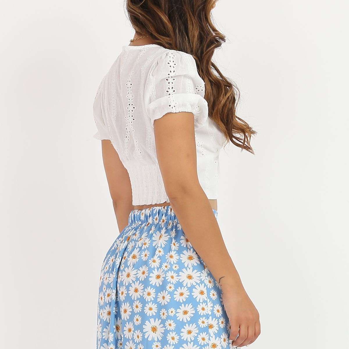Crop top blanc à broderie anglaise