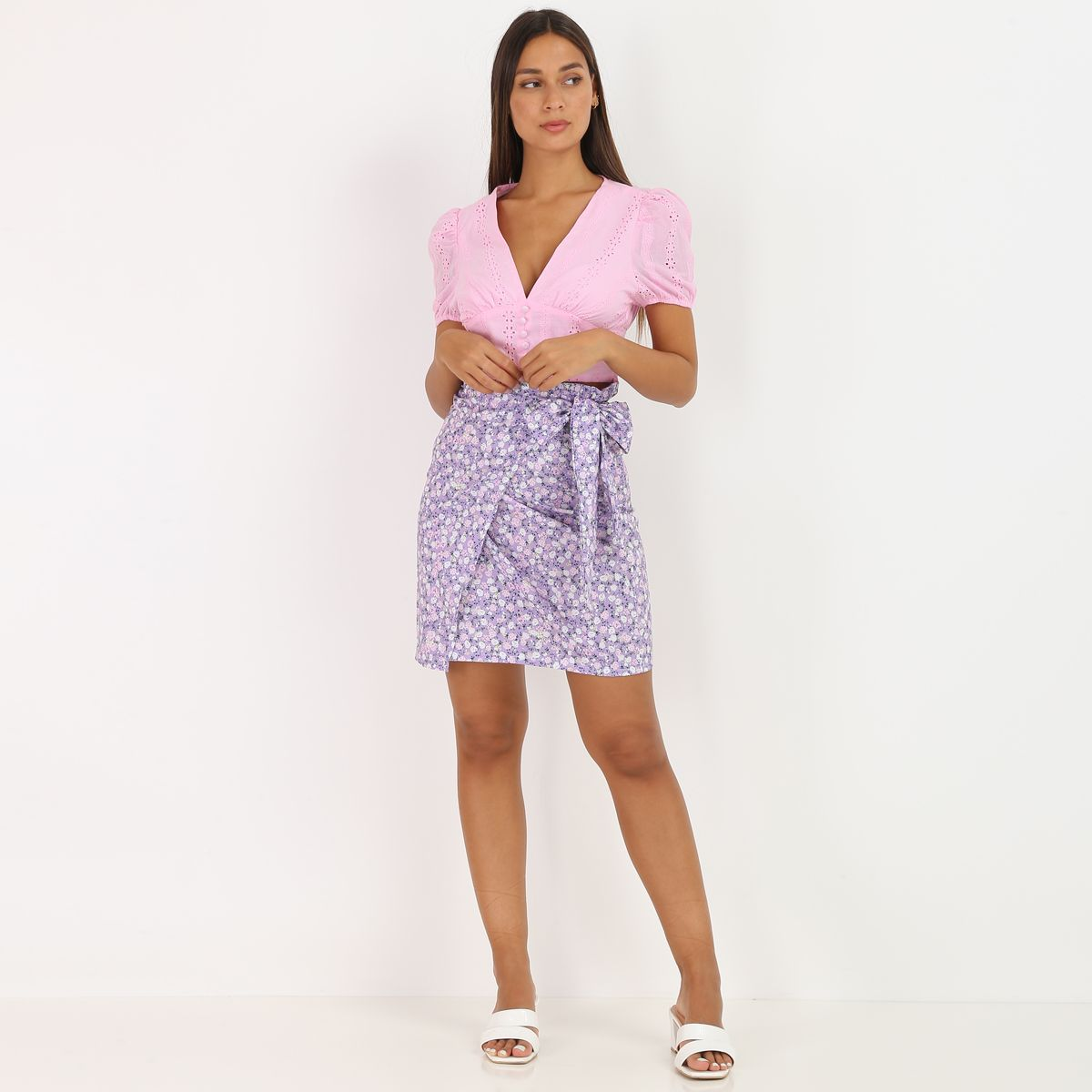 Crop top rose à broderie anglaise