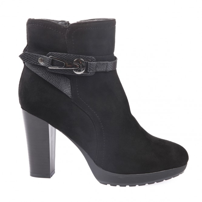 Bottines en simili daim noir