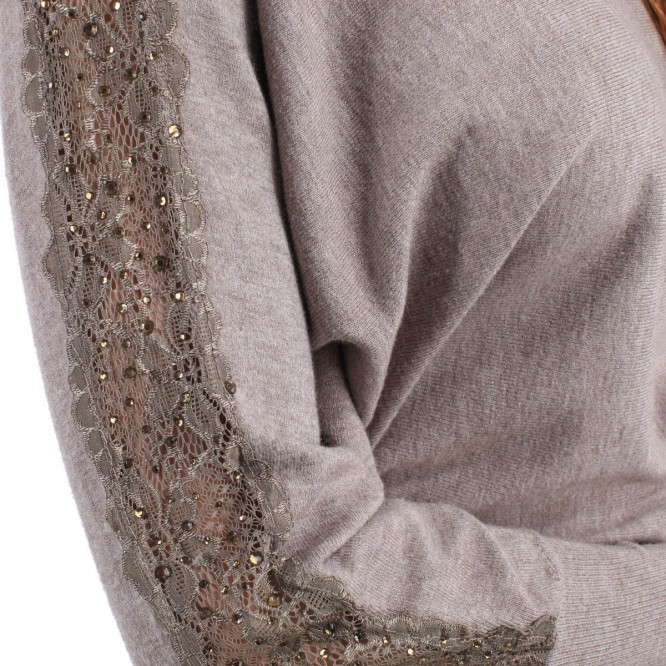 Pull manches dentelle et strass taupe